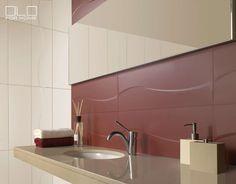 Hempeän linjakas ja maltillinen kuvio toistuu modernin lämminsävyisen kylpyhuonetilan seinustoilla. Klikkaa kuvaa, niin näet tarkemmat tiedot!