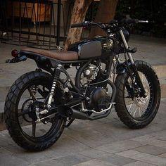 Browse several of my most popular builds - custom-made scrambler builds like this Yamaha Cafe Racer, Honda Scrambler, Yamaha 125, Motos Honda, Scrambler Custom, Custom Cafe Racer, Cafe Racer Motorcycle, Motorcycle Design, Bike Design