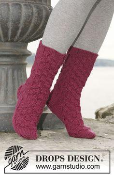 Cute—'Karisma Superwash' or 'Merino' knitted socks with diamond pattern—DROPS Design❣ (free pattern) Knitting Kits, Easy Knitting, Knitting Videos, Knitting Socks, Knitting Patterns Free, Free Pattern, Crochet Patterns, Drops Design, Garnstudio Drops
