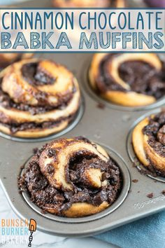 Cinnamon Chocolate Babka Muffins Cinnamon Chocolate Babka Muffins: A rich, buttery yeast dough, filled with beautiful swirls of chocolate and baked in individual sizes in a muffin tin. Same great babka taste, baked in half the time! Chocolate Babka, Chocolate Desserts, Chocolate Cinnamon Babka Recipe, Chocolate Cheesecake, Just Desserts, Delicious Desserts, Dessert Recipes, Pavlova, Muffin Recipes