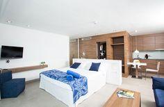 Comfortable and pretty apartments in Majorca, Camp de Mar. Cabau Bahia Camp de Mar Suites are holiday apartments in Majorca with a mediterranean feel and stunning sea views. Holiday Apartments, Luxury Apartments, Suites, Mediterranean Style, Bed, Furniture, Home Decor, Bahia, Swiming Pool