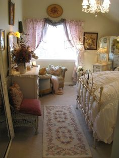 Beautiful Blue Shabby Chic Bedroom Ideas – Shabby Chic Home Interiors Shabby Chic Bedrooms, Bedroom Vintage, Shabby Chic Homes, Shabby Chic Furniture, Shabby Chic Decor, Vintage Girls Rooms, Vintage Decor, Aesthetic Rooms, Shabby Cottage