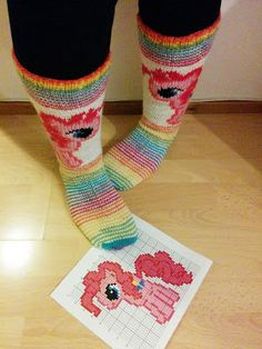 Hennin Höpötyksiä: MyLittlePony -villasukat Home Crafts, Diy And Crafts, Woolen Socks, Knitting Socks, Needle Felting, My Little Pony, Mittens, Something To Do, Hennin