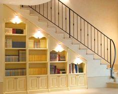 Sottoscala con libreria
