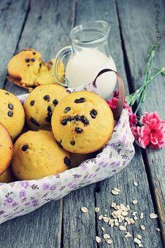 Muffins cu bobite de ciocolata - Pasiune pentru bucatarie- Retete culinare Muffins, Food And Drink, Cupcakes, Cookies, Fruit, Breakfast, Desserts, Sweet, Crack Crackers