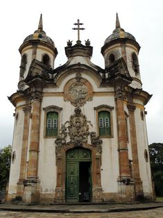 Igreja de São Francisco de Assis, em frente a feira de artesanato