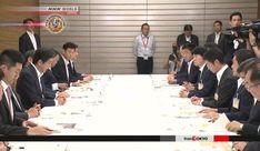 Governo japonês anuncia pacote de US $ 950 milhões de socorro para o desastre das chuvas.O primeiro-ministro do Japão, Shinzo Abe, anunciou um pacote de