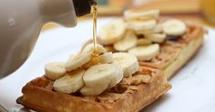 breakfast, food, photography, waffles, yum - image on . Peanut Butter Waffles, Peanut Butter Banana, Banana Waffles, Pancakes And Waffles, Banana Split, Best Breakfast, Breakfast Recipes, Breakfast Ideas, Yummy Treats