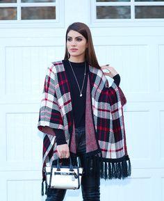 camila coelho look poncho Fall Winter Outfits, Winter Fashion, Look Kimono, Moda Country, Winter Kimono, Outfit Invierno, Scarf Styles, Women's Fashion Dresses, Casual Looks