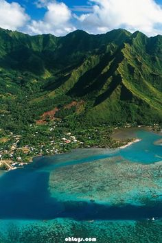 Moorea Island, French Polynesia: had lunch at a darling French pizzeria and shopped here. Love