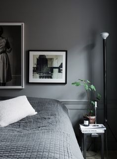 Lotta Agatons apartment for sale (Pella Hedeby – Stilinspiration) Dark Gray Bedroom, Grey Room, Living Room Grey, Grey Bedroom Walls, Grey Bedrooms, Dark Grey Walls, Gray Interior, Interior Design, Woman Bedroom