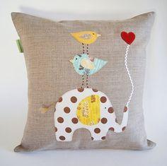 Funda de almohada a lino orgánico infantil / elefante con aves / bueno tener un amigo fuerte / Safari / naturaleza Natural inspirado / hecho por encargo