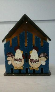 Casa de huevos Pintura Country, Country Art, Wooden Boxes, Decoupage, Holiday Decor, Crafts, House, Home Decor, Egg Cartons