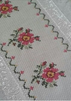 This Pin was discovered by Ays Cross Stitch Borders, Cross Stitch Flowers, Cross Stitch Designs, Cross Stitch Patterns, Smocking Patterns, Crochet Bedspread, Crochet Squares, Embroidery Stitches, Diy And Crafts