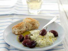 Herzhafter Joghurt auf griechische Art (Tzatziki) mit Kalamata-Oliven ist ein Rezept mit frischen Zutaten aus der Kategorie Fruchtgemüse. Probieren Sie dieses und weitere Rezepte von EAT SMARTER!