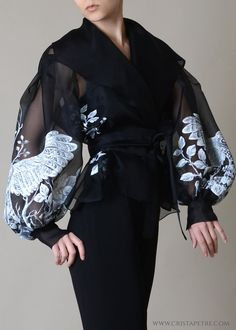 Discover recipes, home ideas, style inspiration and other ideas to try. Top Fashion, Fashion Dresses, Crazy Fashion, Fashion Goth, Unique Fashion, Couture Fashion, Retro Fashion, Fashion Ideas, Pretty Outfits