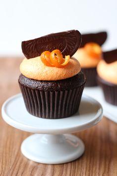 Dark Chocolate Orange Cupcakes Dessert - Your Food Tube Baking Cupcakes, Yummy Cupcakes, Cupcake Recipes, Cupcake Cakes, Dessert Recipes, Just Desserts, Delicious Desserts, Dark Chocolate Orange, Dark Chocolate Cupcakes