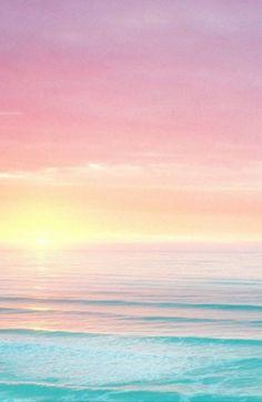 Fond d'écrand plage au ciuché de soleil.