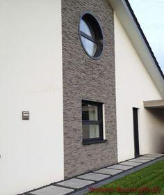 Hauswand mit Highlight durch Riemchen Cäsar Marie Garage Doors, Mirror, Outdoor Decor, Furniture, Home Decor, House Siding, Facade House, Porch Roof, Porcelain Tiles