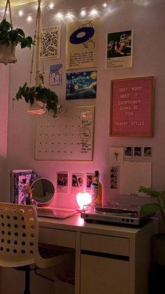 Indie Room Decor, Cute Room Decor, Indie Dorm Room, Room Design Bedroom, Room Ideas Bedroom, Bedroom Inspo, Study Room Decor, Uni Room, Pretty Room