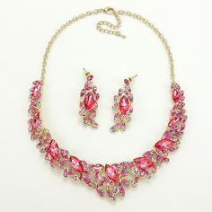 UnikLook Jewelry - La vie en rose crystal collar necklace, $21.90 (http://uniklook.com/la-vie-en-rose-crystal-collar-necklace/)