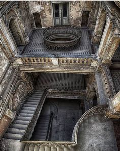 Tagged with abandoned places, abandoned porn, dream home, godhasabandonedus; Old Buildings, Abandoned Buildings, Abandoned Places, Beautiful Buildings, Beautiful Places, Fachada Colonial, Abandoned Mansions, Stairways, Old Houses