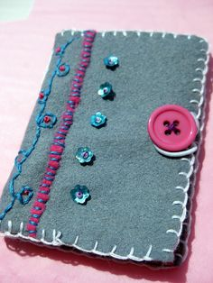 Embroidered felt needle case Felted Wool Crafts, Felt Crafts, Kids Crafts, Crafts To Make, Paper Crafts, Needle Case, Needle Book, Embroidery Applique, Cross Stitch Embroidery