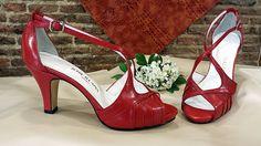 Sandalias en piel roja.