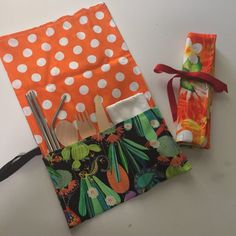 This page shows you how to make your own zero waste cutlery wraps that you can pop in your handbag to help you avoid using single use disposable cutlery.