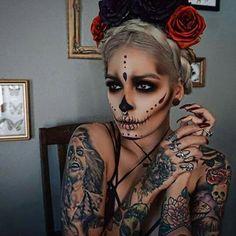 I love her tattoos.!