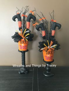 Halloween Centerpiece - black orange - 2018 - Wreaths and Things by Tracey brujas halloween ideas Outdoor Halloween, Easy Halloween, Holidays Halloween, Halloween Pumpkins, Halloween Wreaths, Halloween Party, Homemade Halloween Decorations, Halloween Themes, Halloween Centerpieces