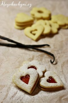Linecké cukroví s vanilkou Healthy Cookie Recipes, Cooking Recipes, Christmas Baking, Christmas Cookies, Czech Recipes, Biscuits, Food And Drink, Health Fitness, Xmas