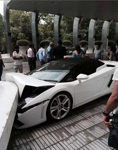 FAIL! Valet Crashes A Lamborghini Gallardo, Doing $330,000 In Damage. Click to watch the video!