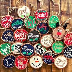 25 Trendy Ideas For Diy Christmas Ornaments Ideas Wood Slices Painted Christmas Ornaments, Wood Ornaments, Rustic Christmas, Christmas Art, Winter Christmas, Christmas Decorations, Ornaments Ideas, Hand Painted Ornaments, Christmas Projects