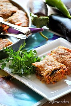 Eggplant Pie with Sausage or Chicken. Summer Eggplant Pie with Sausage or Chicken Greek Pita, Greek Recipes, Eggplant, Chicken Wings, Lasagna, Poultry, Cake Recipes, Sausage, Food And Drink