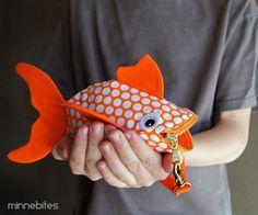 Pochette de poisson rouge tacheté Cet item est amoureusement * fait dordre *  Minuscule et oh-so-cute, il sagit dun poisson, que vous aurez envie de