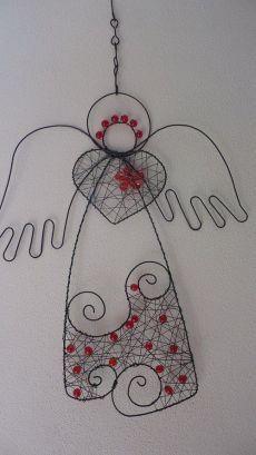 Wire angel: andílek k zavěšení Wire Crafts, Christmas Projects, Christmas Diy, Diy And Crafts, Christmas Crafts, Christmas Decorations, Christmas Ornaments, Wire Ornaments, Angel Ornaments