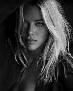 """Si...forse hai ragione..sono una donna .....""""difficile"""".....ma ho anche capito che tu sei un uomo """"facile""""... ..... .............Yes ... maybe you are right .. I am a woman ..... 'difficult' ..... but I also understand that you are an 'easy' man"""