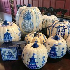 Everyone Is Turning Their Pumpkins Into Chinoiserie Pieces of Art How to Design Chinoiserie Pumpkins - Pumpkin Painting Ideas Pumpkin Art, Pumpkin Colors, Cute Pumpkin, Little Pumpkin, Pumpkin Painting, White Pumpkins, Painted Pumpkins, Painted Ornaments, Henna Designs