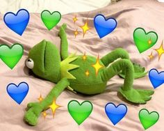 Kermit just wanna be someone's boyfriend 100 Memes, Best Memes, Cute Memes, Funny Memes, Frog Heart, Minions, Frog Meme, Heart Meme, Kermit The Frog