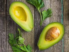 These are our top 5 fat burning, brain-boosting foods: Avocado, Salmon, Almonds, Spinach andBlueberries. Why? Read more in our blog.