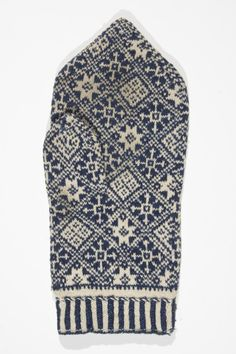 Estonian mitten - note how detailed is the pattern, very thin needles were used
