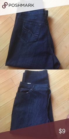 Gloria Vanderbilt stretchy jeans I immaculate condition and pin striping. Sharp looking jeans in a 22ws Jeans Straight Leg