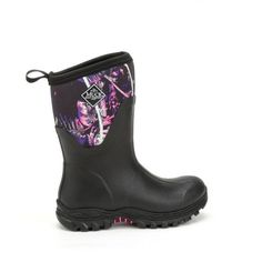 Get muddy, look great. I Love My Shoes, Me Too Shoes, Minion Outfit, Womens Muck Boots, Muddy Girl Camo, Girls Winter Boots, Pink Camouflage, Hunting Clothes, Country Girls