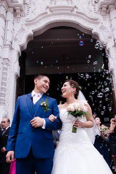 10 pasos que toda pareja debe saber de memoria antes de su ceremonia religiosa.    #Matrimoniocompe #Organizaciondebodas #Matrimonio #Novios #TipsNupciales #CaminoAlAltar #MatriPeru #BodaPeru #MatrimonioReligioso #BodaReligiosa Wedding Dresses, Wedding Card, Religious Wedding, Bridesmaids, Bride Gowns, Wedding Gowns, Weding Dresses, Wedding Dress, Wedding Dressses