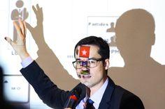 """A força-tarefa da Lava Jato, que ontem ingressou com ação cível pedindo reparação de R$ 2,3 bilhões do Partido Progressista, se prepara para espetar uma conta bilionária contra o Partido dos Trabalhadores e, eventualmente, contra o PMDB; """"existe um amadurecimento natural das investigações e, no momento apropriado, vai se analisar a situação dos outros partidos"""", disse o procurador Deltan Dallagnol; tese usada contra o PP, de que o partido se beneficiou de indicações políticas na Pe..."""