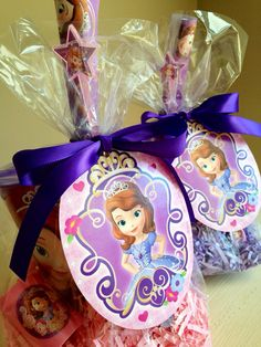 Sophia favores Sofia The First Birthday Party, Sofia Party, 4th Birthday Parties, 5th Birthday, Cupcake Princesas, Unique Party Favors, Party Bags, Princess Party, First Birthdays