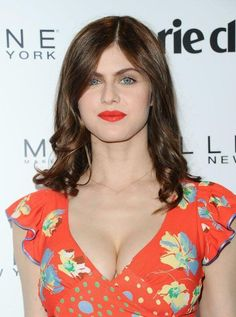 Celebrities - Alexandra Daddario Photos collection You can visit our site to see other photos. Hot Actresses, Hollywood Actresses, Beautiful Actresses, Hollywood Celebrities, New Girl, Alexandra Anna Daddario, Gq, Beautiful Eyes, Beautiful Women