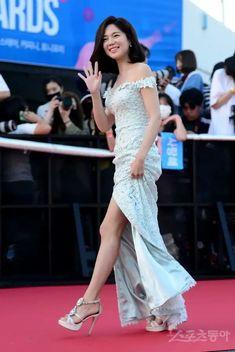 Korean Star, Prom Dresses, Formal Dresses, Korean Beauty, Korean Singer, Kdrama, Asian, Actresses, Stars