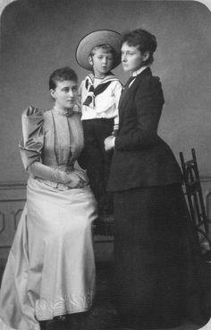 1891 Ella on left & Alix on right of Hesse